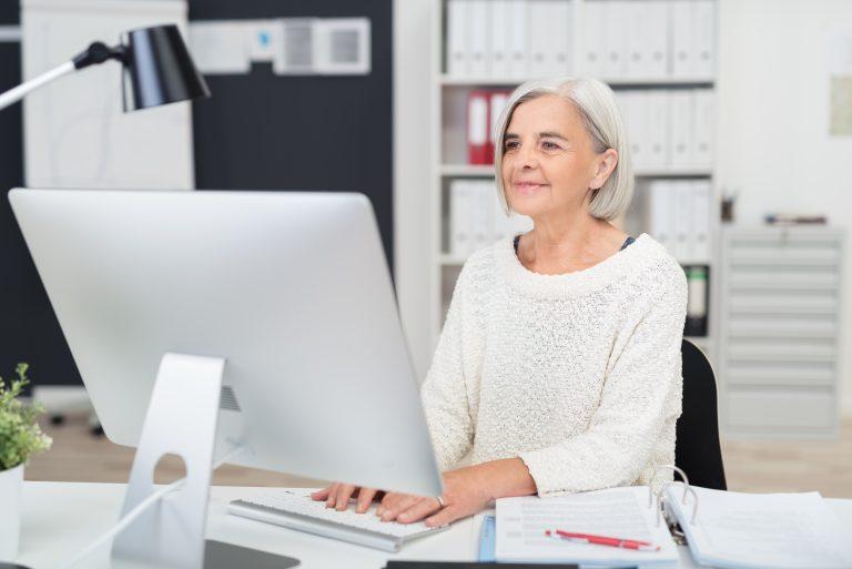 Que se descuenta a un jubilado en relación de dependencia en el recibo desueldos?